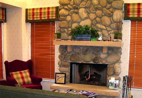 Residence Inn Durango: Gatehouse Fireplace