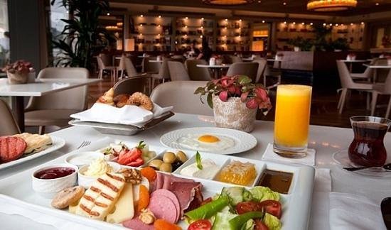 The Grand Tarabya: Breakfast...