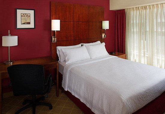 Residence Inn Gaithersburg Washingtonian Center: Two-Bedroom Suite Sleeping Area