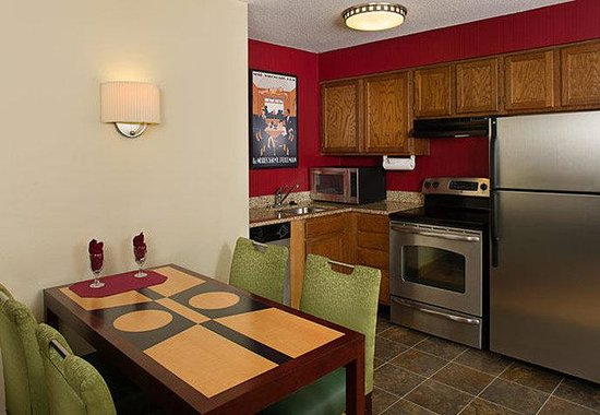 Residence Inn Gaithersburg Washingtonian Center: Two-Bedroom Suite Kitchen