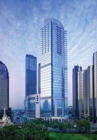 The Ritz-Carlton Jakarta, Pacific Place: Exterior