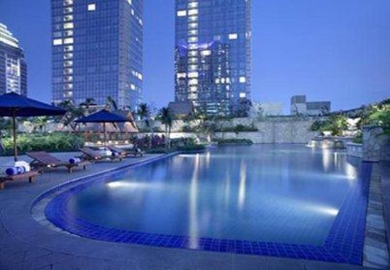 The Ritz-Carlton Jakarta, Pacific Place: Swimming Pool
