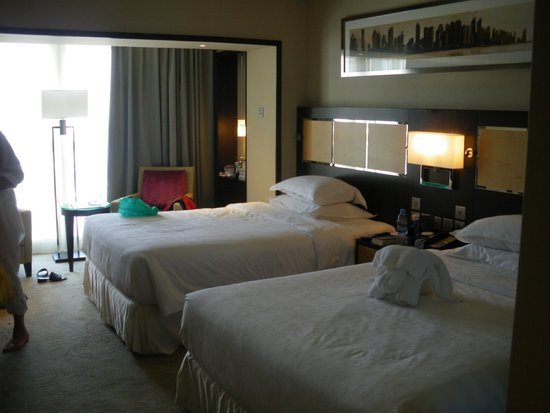 Sheraton Dubai Creek Hotel & Towers: very comfortable room, good size