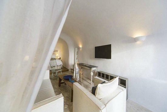 Iconic Santorini, a boutique cave hotel: Classic Suite Interior