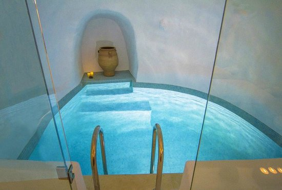 Iconic Santorini, a boutique cave hotel : Wellness Grotto Pool
