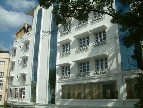 Southern Crest: Hotel Front