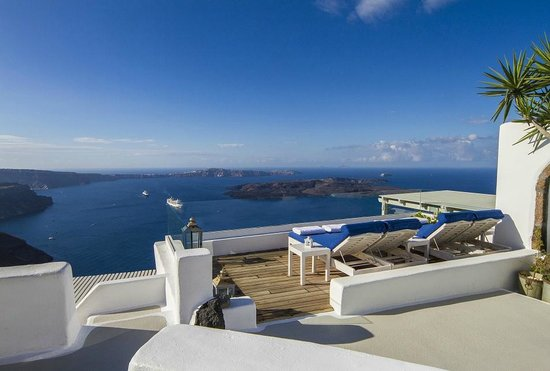 Iconic Santorini, a boutique cave hotel : Pool Lounging Area