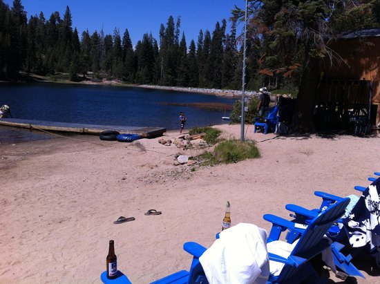 Montecito Sequoia Lodge: The little beach, very nice after a hike.
