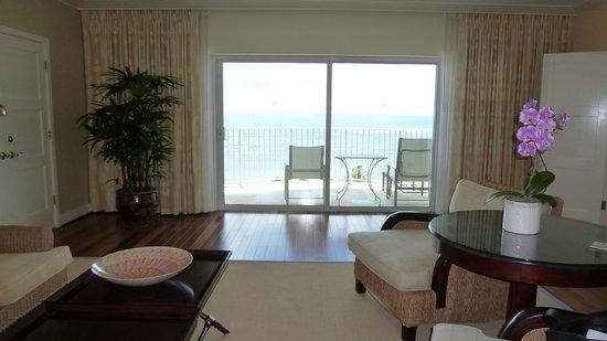 The Kahala Hotel & Resort : リビングから海の眺め