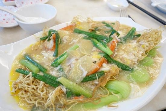 Grand Harbour Restaurant: ahh - perfect. fresh water prawns crispy noodles