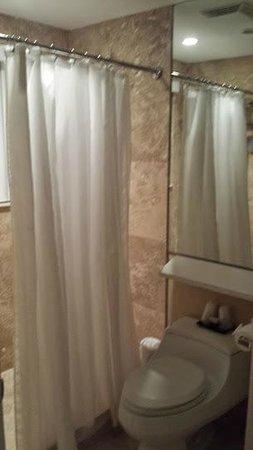 The Victoria Park Hotel: Bathroom