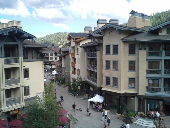 The Village At Squaw Valley : view from out room.