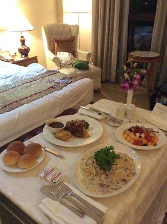 The Royale Chulan Kuala Lumpur : Room dining service!