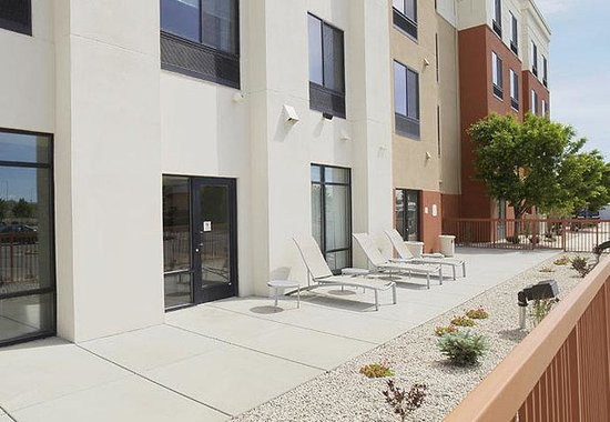 SpringHill Suites Billings: Outdoor Patio