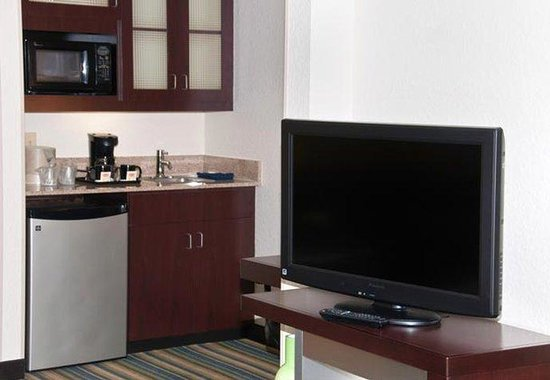SpringHill Suites Houston Hobby Airport: Suite Kitchenette