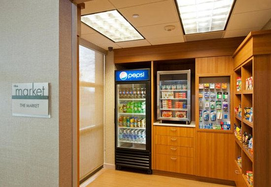 SpringHill Suites by Marriott Chicago Naperville / Warrenville: The Market