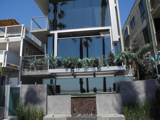 Venice Beach Boardwalk : Oh what a house