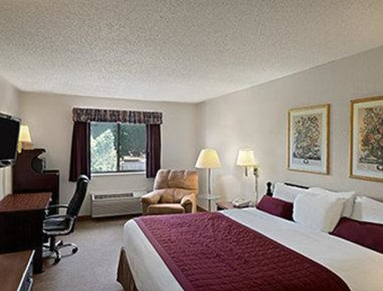 Baymont Inn & Suites Whitewater: Standard King Bed Room