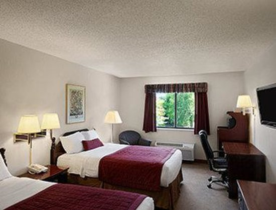 Baymont Inn & Suites Whitewater: Standard Two Double Bed Room