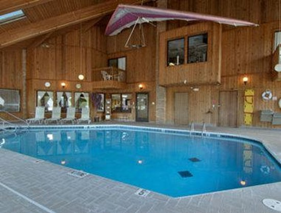 Baymont Inn & Suites Whitewater: Pool