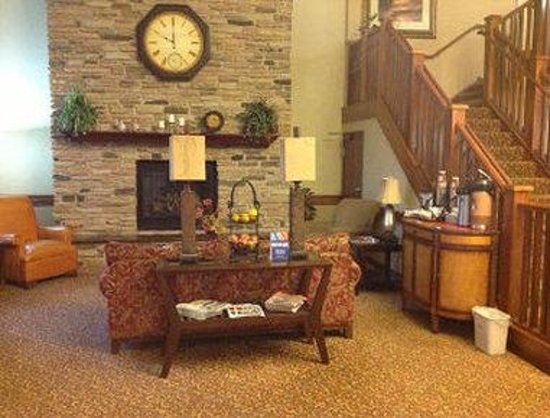 Days Inn & Suites Milford: Lobby