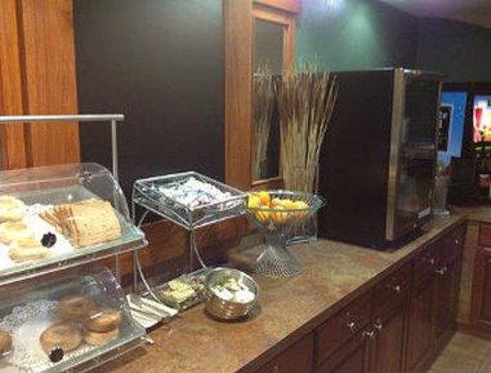 Days Inn & Suites Milford: Breakfast Setup