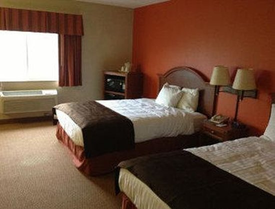 Days Inn & Suites Milford: Standard 2 Queen Beds