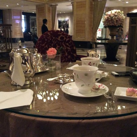 The Langham, Hong Kong: Afternoon tea in Palm Court