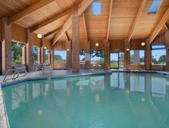 Baymont Inn & Suites Anderson: Pool