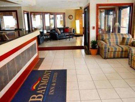 Baymont Inn & Suites Muskegon: Lobby