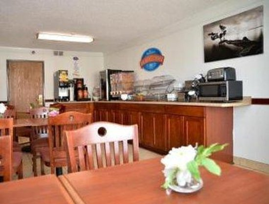 Baymont Inn & Suites Muskegon: Breakfast Area