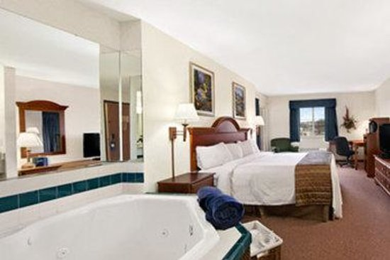 Hotels With Jacuzzi In Room In Lake County Ohio