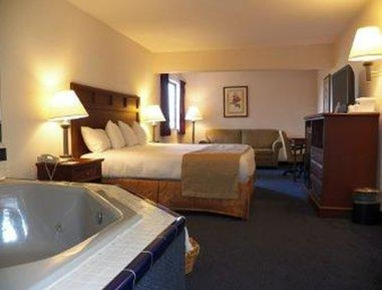 Baymont Inn and Suites Boone: King Suite