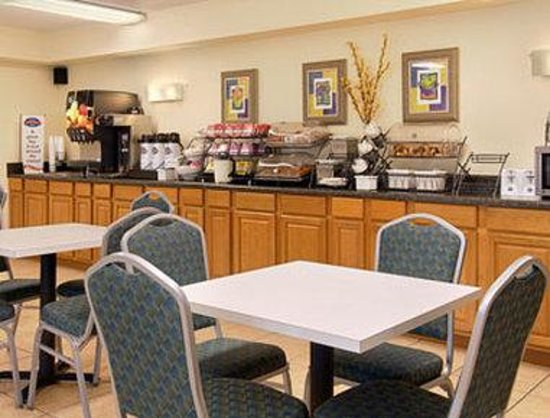Baymont Inn and Suites Kissimmee: Breakfast Area