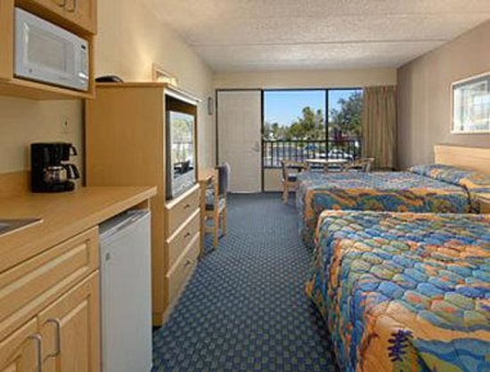 Baymont Inn and Suites Kissimmee: Standard Two Double Bed Room