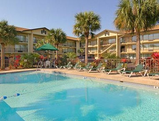 Baymont By Wyndham Kissimmee Pool