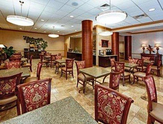 Hawthorn Suites by Wyndham West Palm Beach: Dining