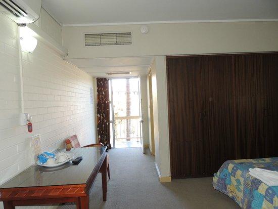 Acacia Ridge Hotel : Entrance to room