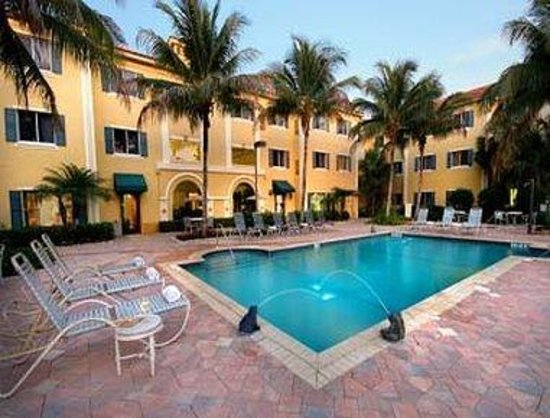 Hawthorn Suites by Wyndham Naples: Outdoor Heated Pool