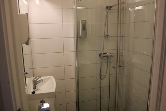 ABC Hotell: Bathroom in room 210