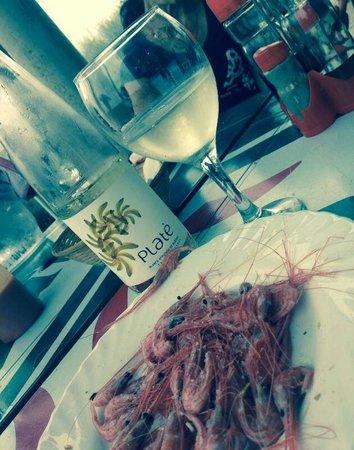 """Montaña Roja Bar-Cafeteria : Camarones con """"vino"""" de platano"""
