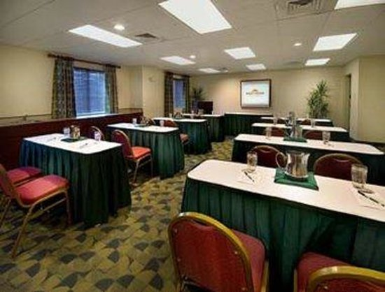 Hawthorn Suites of Naples: Conference Room