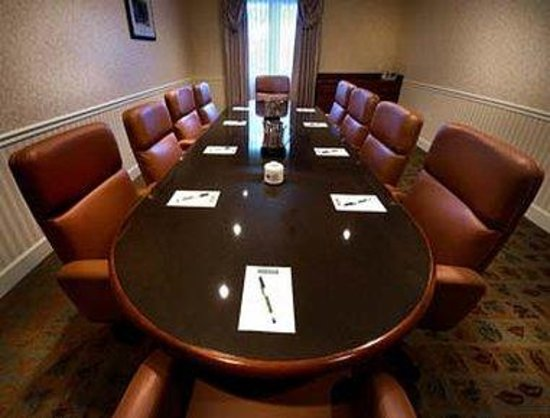 Hawthorn Suites of Naples: Board Room