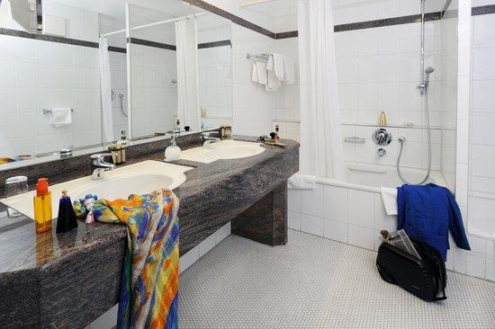 Hotel Unger beim Hauptbahnhof: Bad im Doppelzimmer deluxe