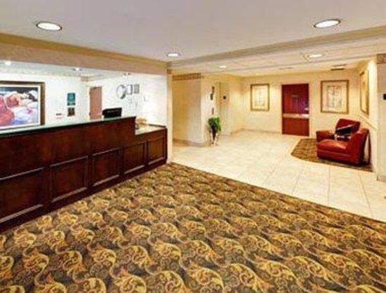 Hawthorn Suites by Wyndham Lancaster : Lobby
