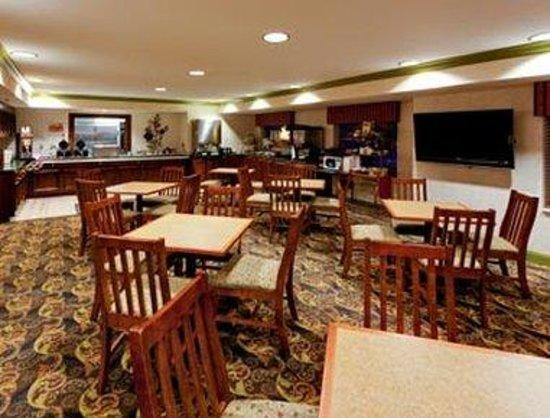 Hawthorn Suites by Wyndham Lancaster: Breakfast Area
