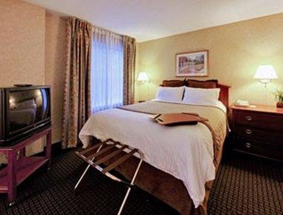 Hawthorn Suites by Wyndham Lancaster: Guest Room With 1 Queen Bed