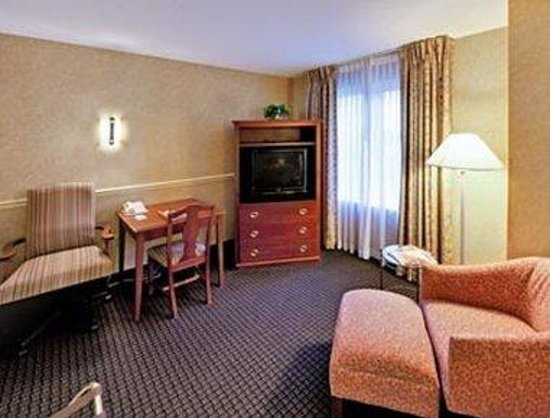 Hawthorn Suites by Wyndham Lancaster : Guest Room