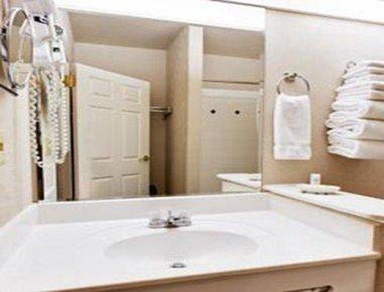 Hawthorn Suites by Wyndham EL Paso Airport: Bathroom