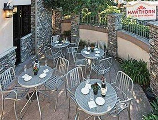 Hawthorn Suites by Wyndham Napa Valley: Patio